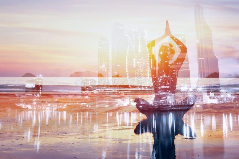 Предпосылка двойной экспозиции йоги, здоровый образ жизни стоковые фотографии rf