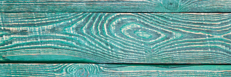 Предпосылка деревянной текстуры всходит на борт с остальноями старой зеленой краски narrow стоковое изображение
