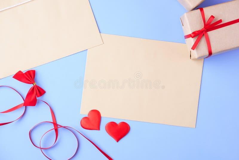 Предпосылка дня Святого Валентина, любовное письмо, список целей стоковое фото