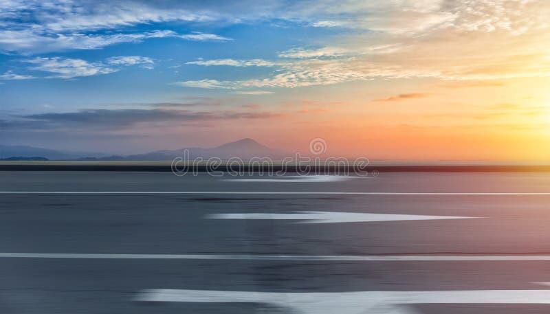 Предпосылка дороги и неба стоковое изображение rf
