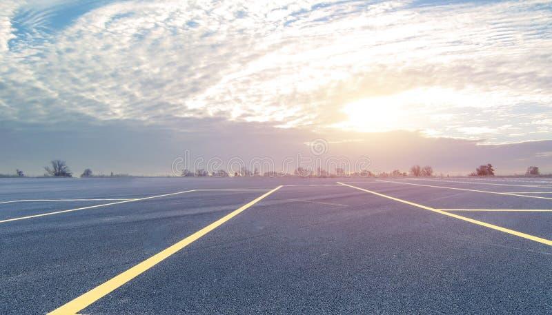 Предпосылка дороги и неба стоковое фото