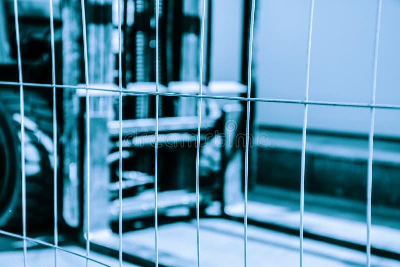 Предпосылка запачканная конспектом голубая с грузоподъемником стоковое изображение