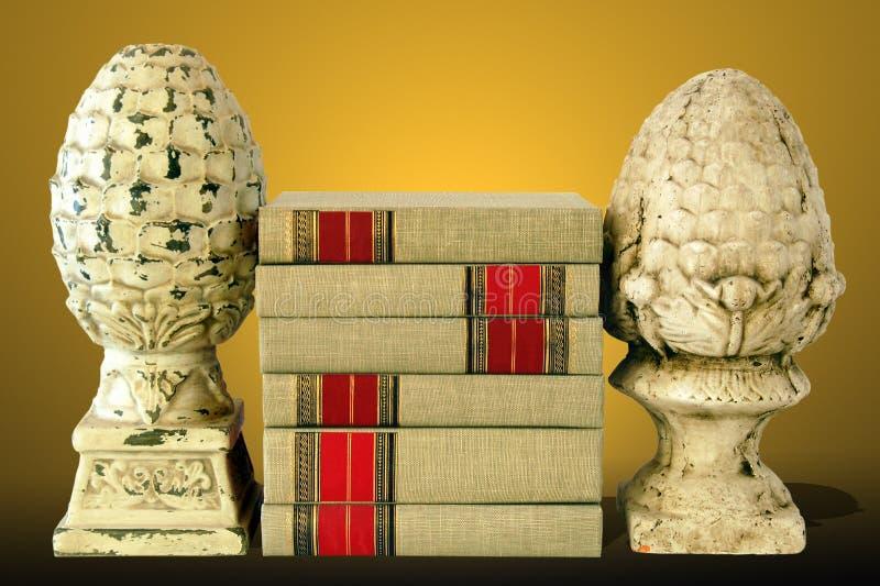 предпосылка записывает золото finials стоковые изображения
