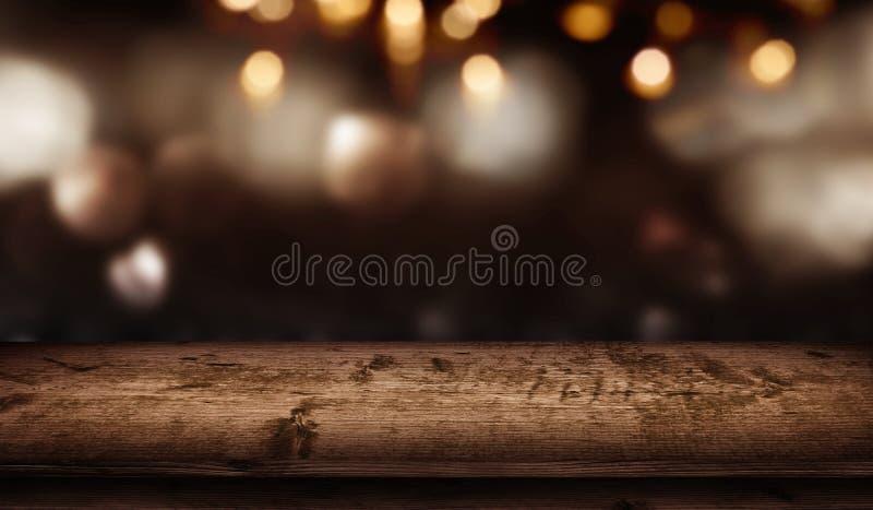 Предпосылка и деревянный стол bokeh рождества стоковая фотография