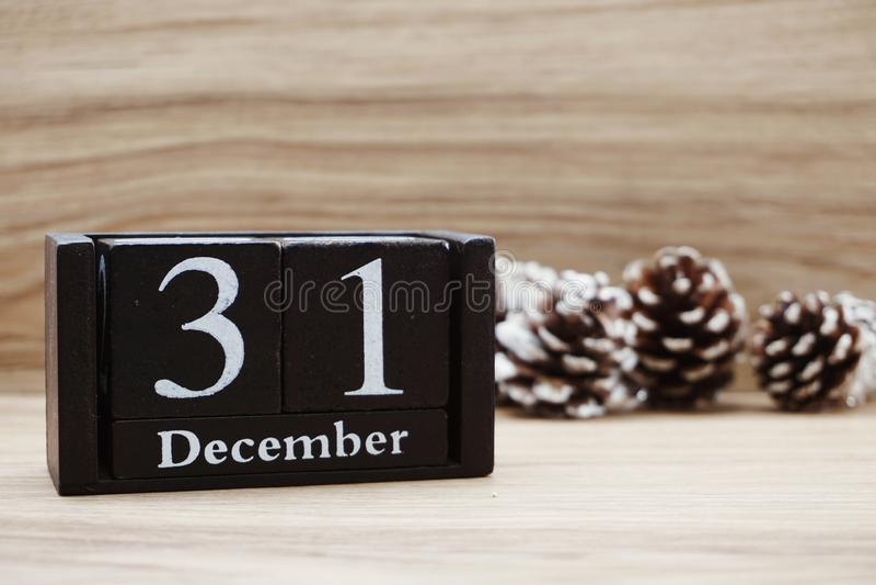 Предпосылка календаря месяцев 31-ое декабря деревянная С Новым Годом! стоковые фотографии rf