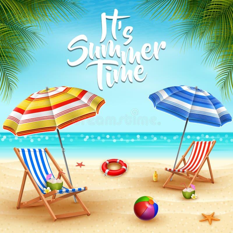 Предпосылка летних отпусков Зонтики, стул стола, шарик, lifebuoy, sunblock, морские звёзды, и коктеиль кокоса на песчаном пляже бесплатная иллюстрация
