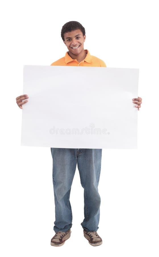 Предпосылка молодого африканского человека усмехаясь полнометражная белая стоковое изображение rf
