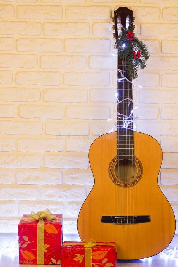 Предпосылка музыки кантри рождества с гитарой стоковое фото rf