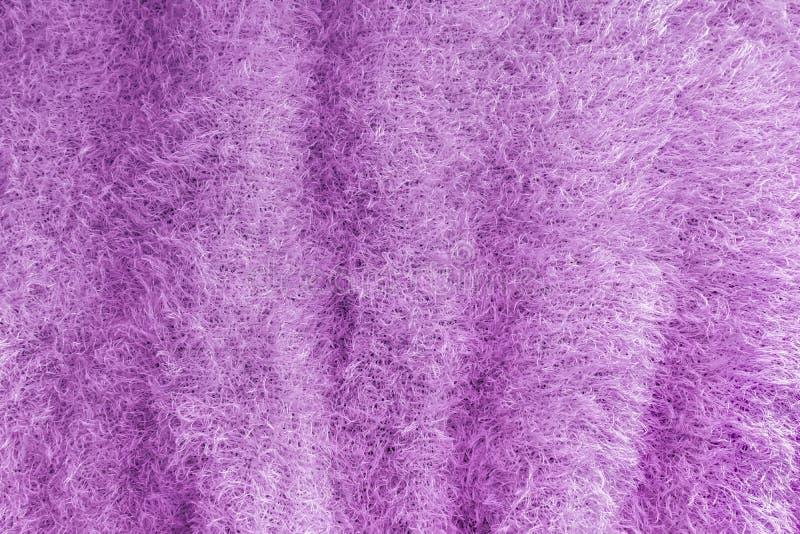 Предпосылка мягкой, пушистой ткани knit Текстура связанная сиренью стоковое фото