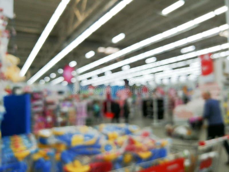 Предпосылка нерезкости магазина супермаркета с конспектом bokeh стоковая фотография rf