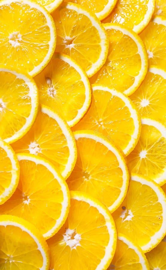 Предпосылка оранжевых кусков Свежие сладкие апельсины стоковая фотография rf