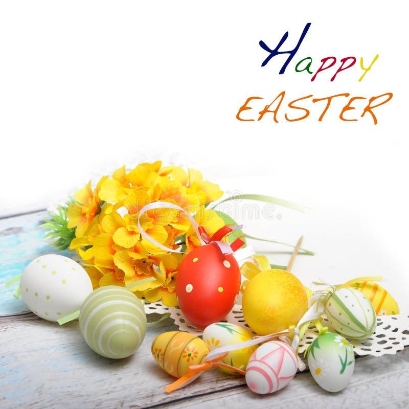 предпосылка пасхи с пасхальными яйцами и весной цветет стоковое фото