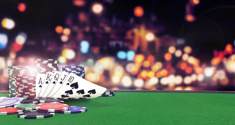 Предпосылка покера полная королевская с казино откалывает на зеленой таблице стоковые фотографии rf