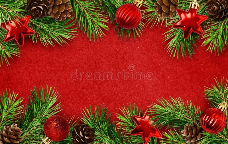Предпосылка праздника с хворостинами, конусами и шариками рождественской елки стоковые изображения rf