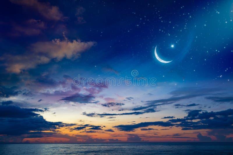 Предпосылка Рамазан Kareem с полумесяцем и звездами стоковые фото