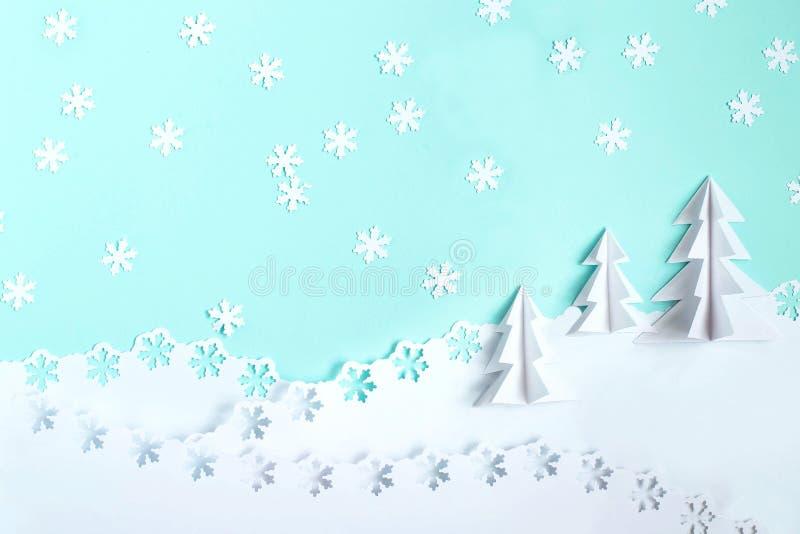 Предпосылка рождества сделанная из бумаги с рождественскими елками 3d и s стоковое изображение