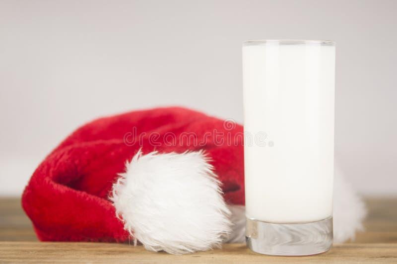 Предпосылка рождества с молоком и печеньями к Санта стоковые изображения rf