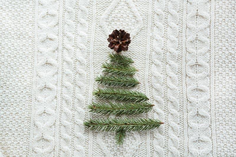 Предпосылка рождества теплая связанная при украшения дерева Нового Года сделанные из ручек Винтажная рождественская открытка с ha стоковое изображение