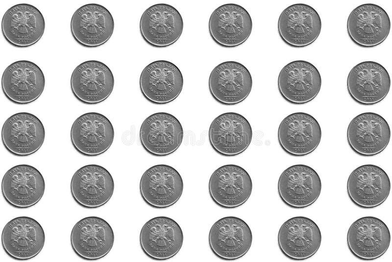Предпосылка русских монеток в деноминациях 5 рублей на белой предпосылке стоковое фото