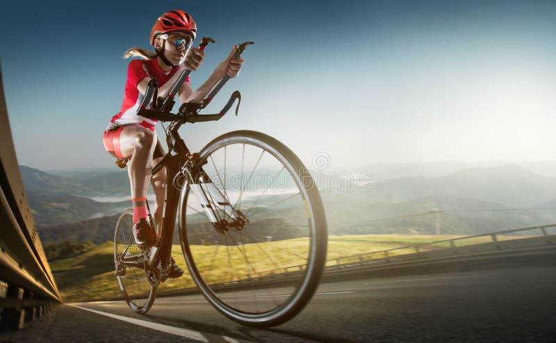 Предпосылка спорта Велосипедист дороги стоковые фото