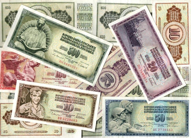 Предпосылка старых кредиток югославского динара стоковые фото