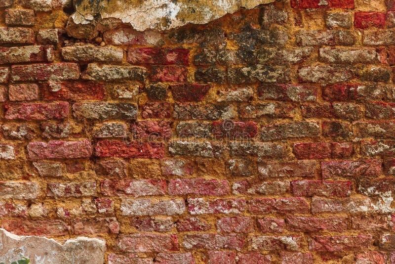Предпосылка стены красного цвета кирпича Старая текстура улицы Плоское положение стоковое фото