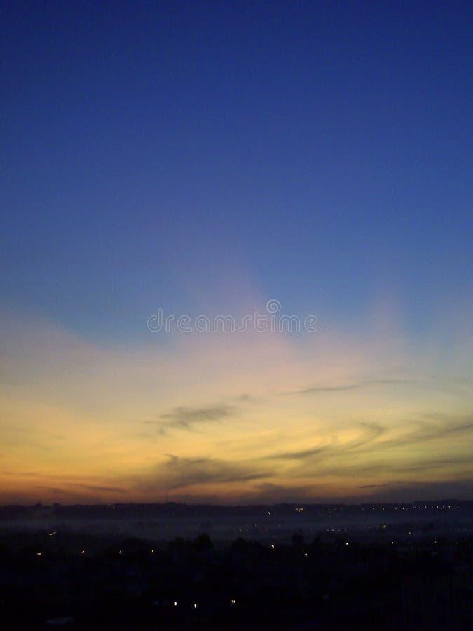 Предпосылка сумерек неба и облака захода солнца E стоковые изображения