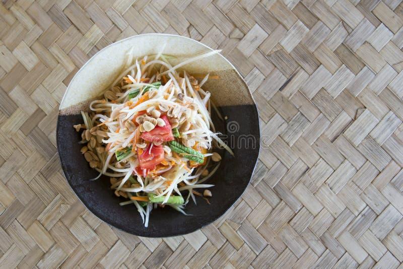 Предпосылка Тайской кухни Тайская кухня topview tam сома салата папапайи известная традиционная сделанная из папапайи, chili, том стоковая фотография rf