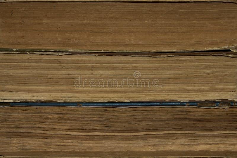 Предпосылка, текстура штабелированных старых книг стоковая фотография