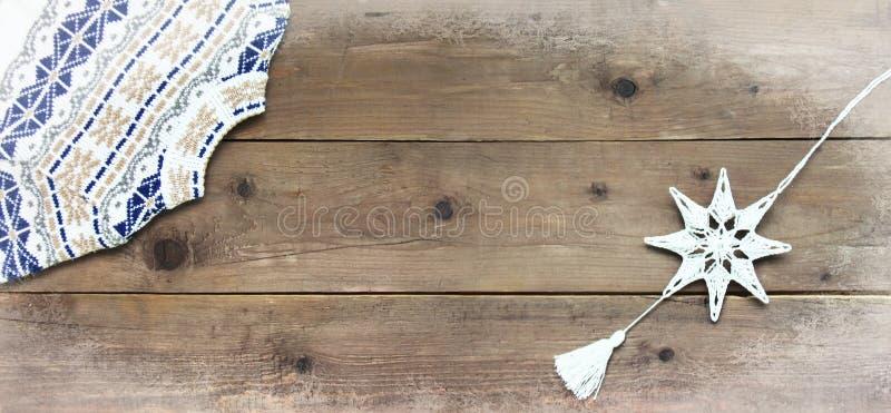 Предпосылка украшения рождества деревянная Концепция карточки closeup Взгляд сверху Плоское положение скопируйте космос стоковые фото