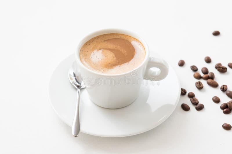 Предпосылка фасолей чашки latte кофе утра белая стоковые фотографии rf