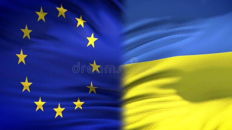 Предпосылка флагов Европейского союза и Украины, дипломатический и экономические отношения стоковые фотографии rf