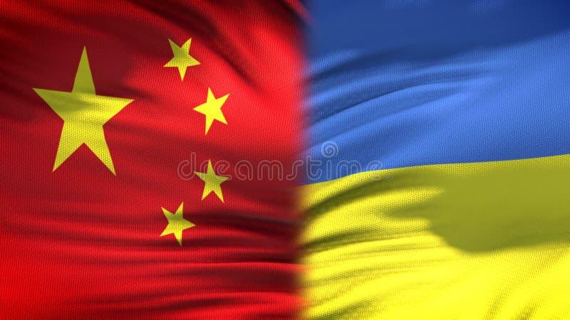 Предпосылка флагов Китая и Украины, дипломатический и экономические отношения, торговля стоковое изображение rf