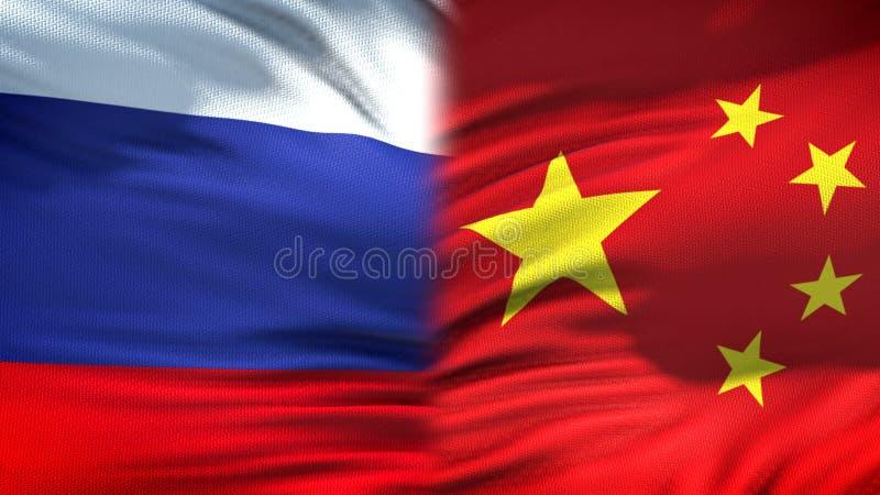 Предпосылка флагов России и Китая, дипломатический и экономические отношения, финансы стоковые изображения rf