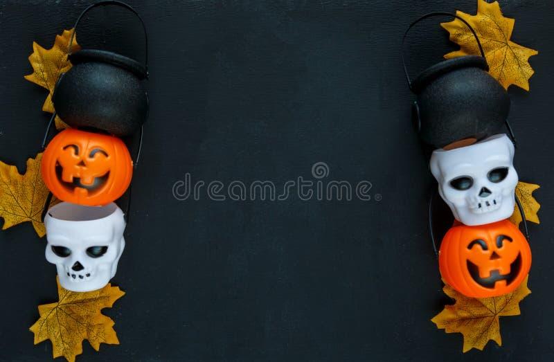 Предпосылка хеллоуина с картиной поднимает фонарики домкратом на черной предпосылке творческое украшение, торжество, осень стоковая фотография