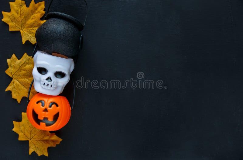 Предпосылка хеллоуина с картиной поднимает фонарики домкратом на черной предпосылке творческое украшение, торжество, осень стоковые изображения