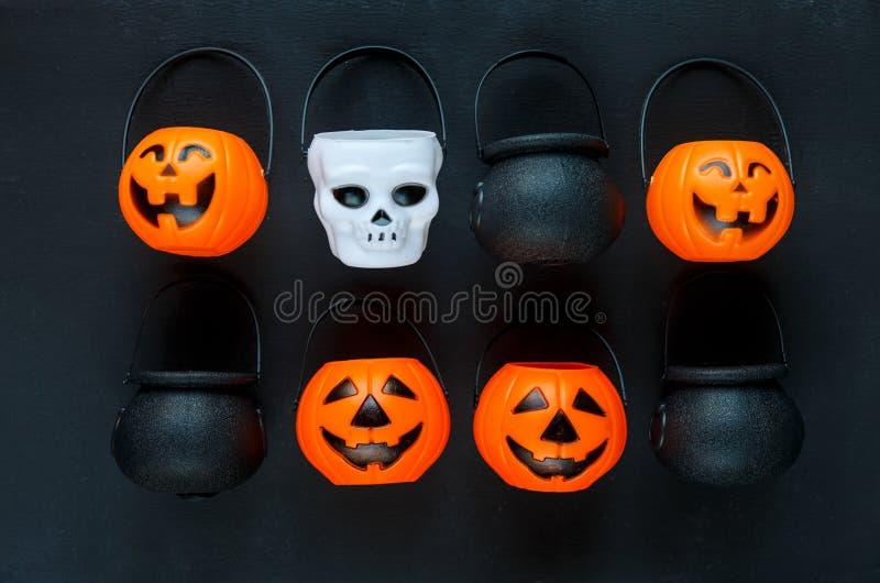 Предпосылка хеллоуина с картиной поднимает фонарики домкратом на черной предпосылке творческое украшение, торжество, осень стоковые фото