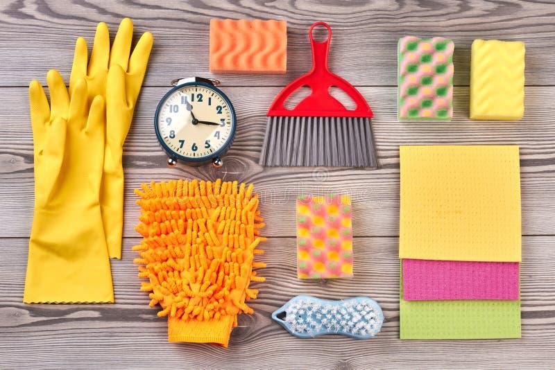 Предпосылка чистки весны с поставками стоковые фото