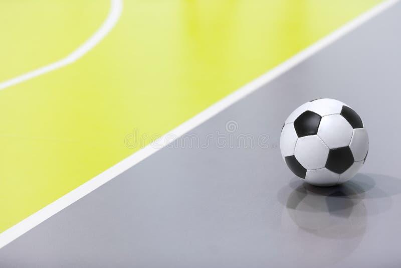 Предпосылка Futsal Шарик Futsal крытого футбола Крытое футбольное поле стоковые фото