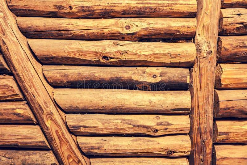 Предпосылка Grunge от срубленных деревянных журналов стоковые фотографии rf