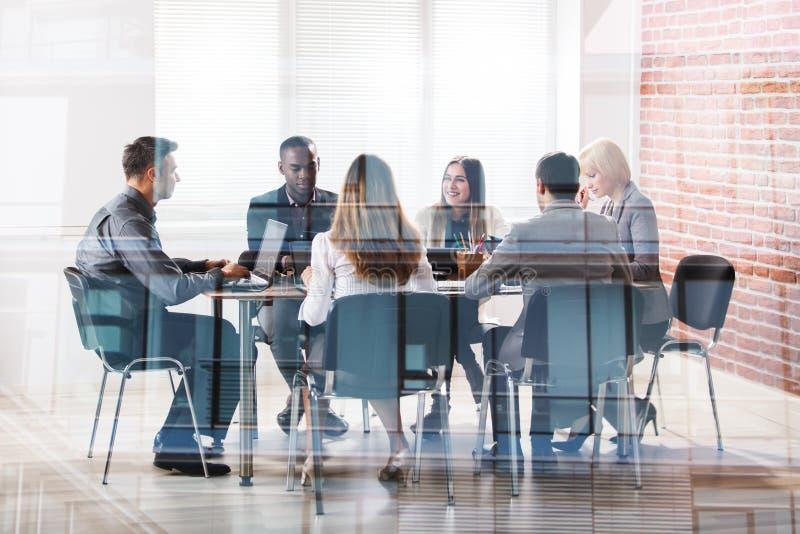 Предприниматели в встрече стоковые фотографии rf