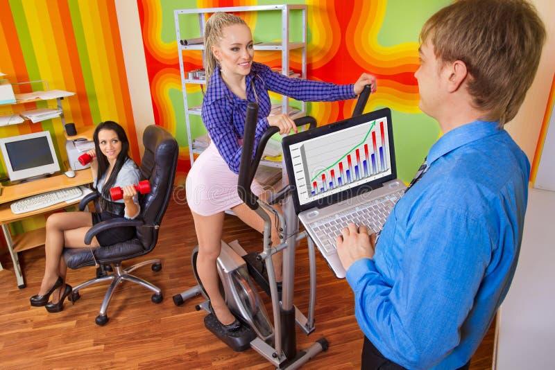 предприниматели делая тренировку стоковая фотография rf