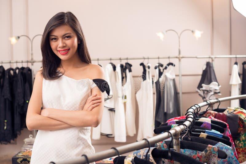 Предприниматель магазина модной одежды стоковая фотография