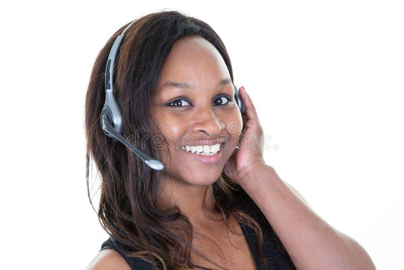 Представитель технического обслуживания женщины клиента афро со шлемофоном стоковая фотография