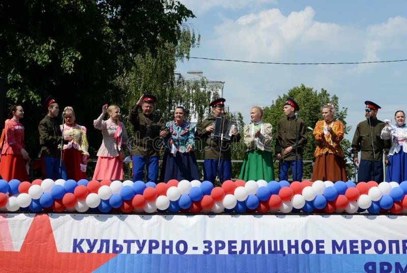 Представление казацкой команды на открытой сцене в Yaroslavl стоковая фотография rf