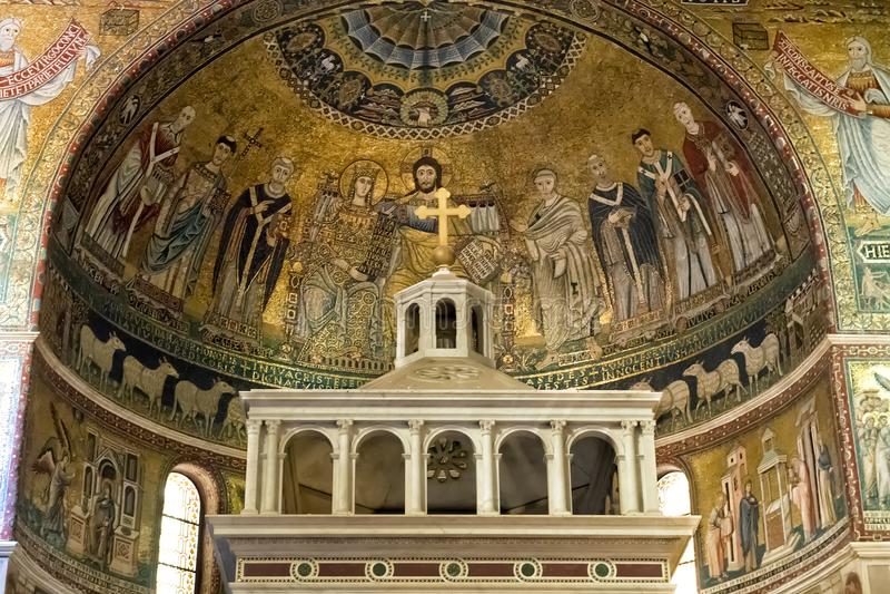 Представление коронования девственницы, базилика мозаики Santa Maria в Trastevere стоковые фотографии rf