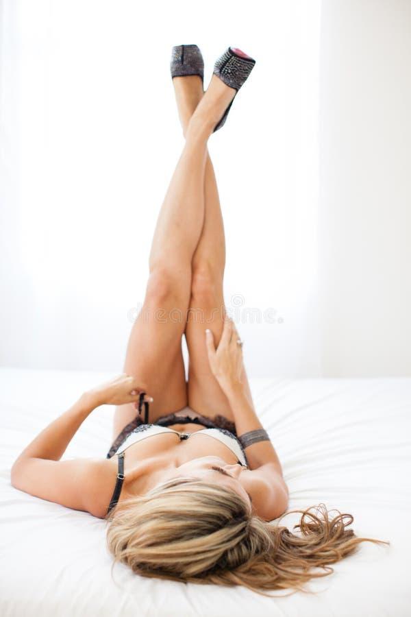 Представление ноги классицистического будуара сексуальное стоковое фото rf