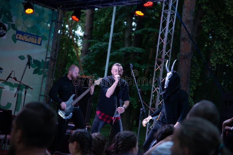"""Представление рок-группы """"Chumatsky Shlyakh """"10-ое июня 2017 в Черкасс, Украине стоковые изображения"""
