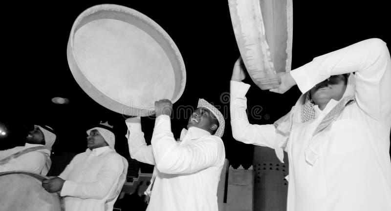 Представление фольклора Саудовца в al-Masmak на celebrati стоковое изображение