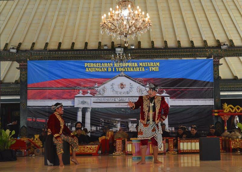 Представление Ketoprak theaterical, отличая историей Mataram, старое королевство в Jogjakarta стоковая фотография rf